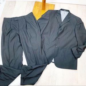 Haggar| Men's 2 Piece Suit| Pinstripe | 42R | 1545